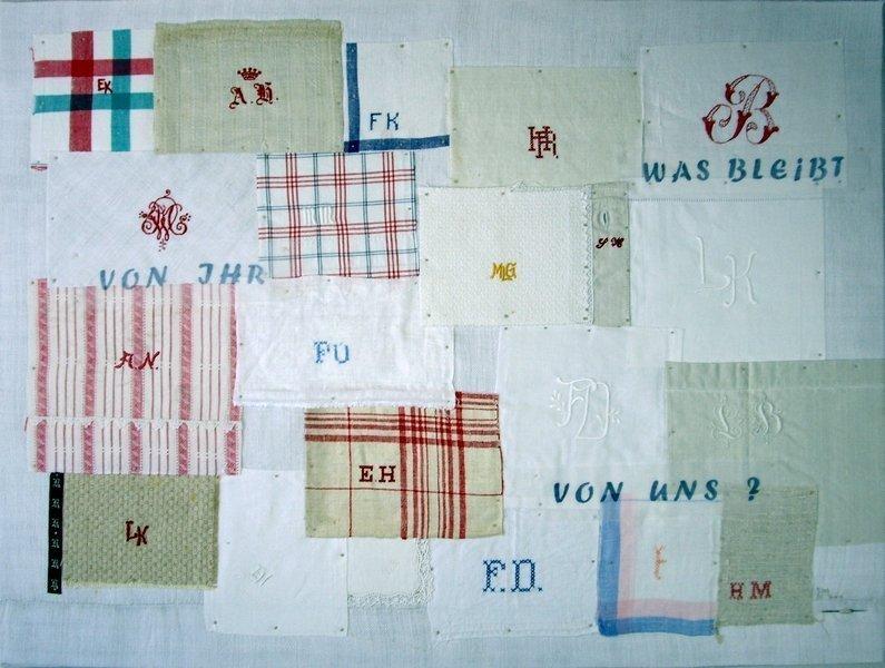 Heidemarie Mönkemeyer: Briefe von Drüben,  2014, Textiles und Papier, handgenäht und gestickt  Foto: H. Mönkemeyer