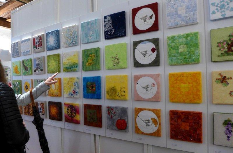 Blick in die Ausstellung 'Ein Jahr in vier Teilen' - Patchworkgruppe Nürnberg