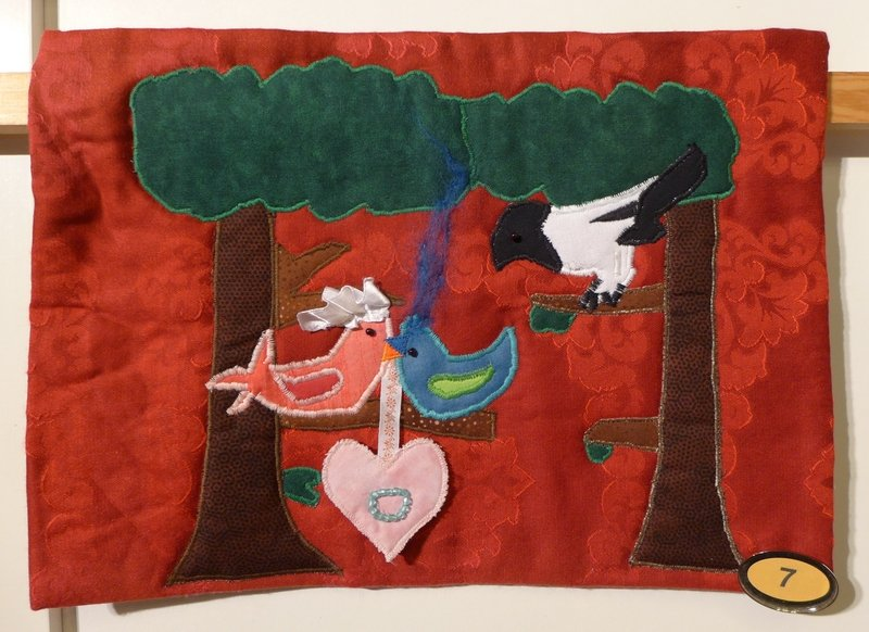 Laeticia Klassen (11): Ein diebischer Hochzeitsgast, zur Strophe: 'Die Elster, die Elster, sieht den Glitzerring als erster' Ausstellung 'Vogelhochzeit' der Patch-Kids (D)