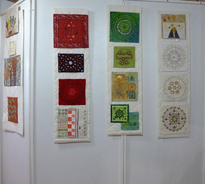 Blick in die Ausstellung 'Ost und West begegnen sich' - Gruppe 'Himbeeren' mit Anne Lange