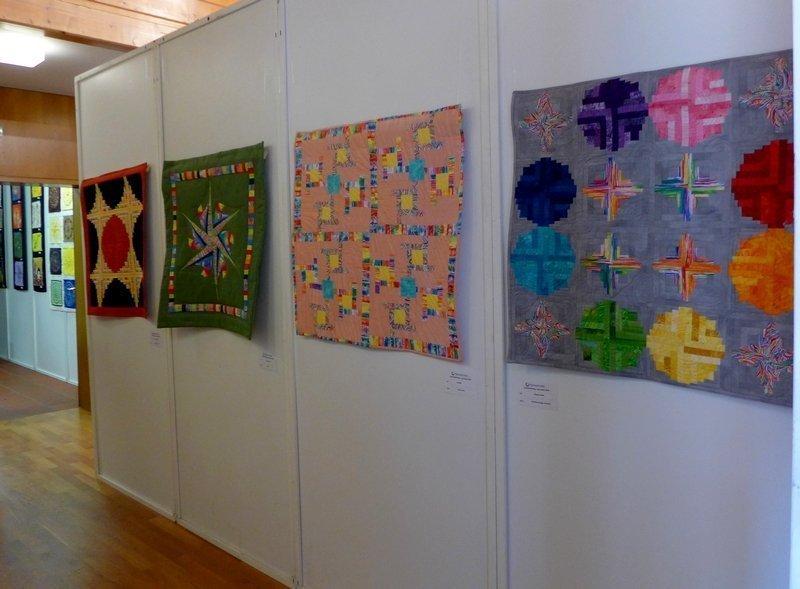 Blick in die Ausstellung 'Log Cabin' - Ausschreibung der Patchwork Gilde
