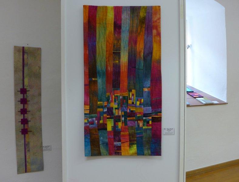 Nachtschatten (li), Traumstadt (re) 'Farbe, Form, Vielfalt' - Einzelausstellung von Tina Mast