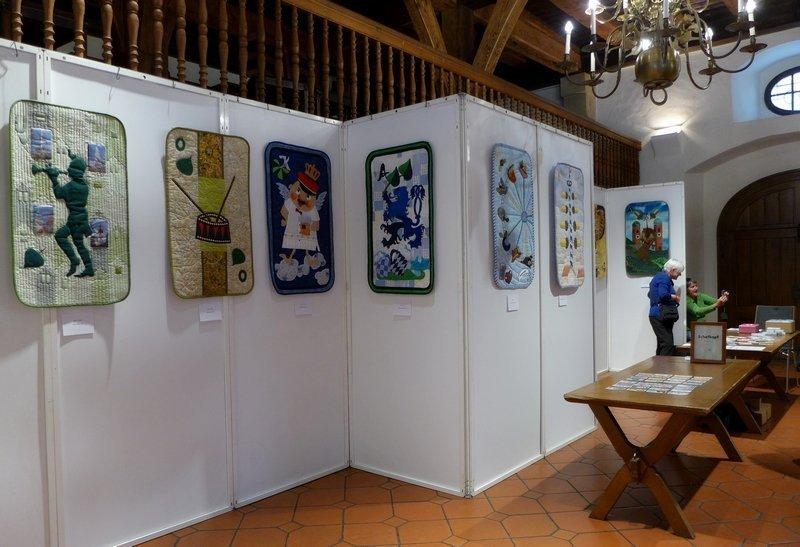 Blick in die Ausstellung 'Schafkopfquilts' - Gruppe um Irene Kahmann