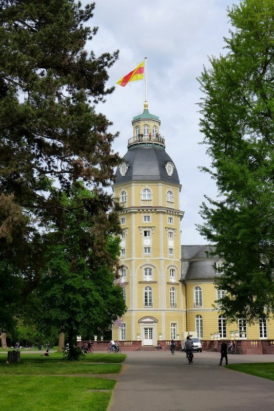Turm des Karlsruher Schlosses Foto: Gudrun Heinz