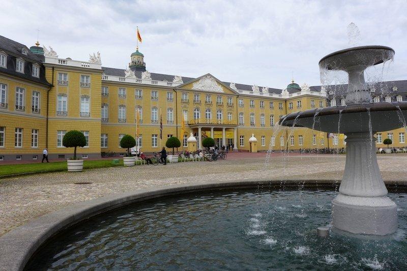 Karlsruher Schloss, Detailansicht Foto: Gudrun Heinz