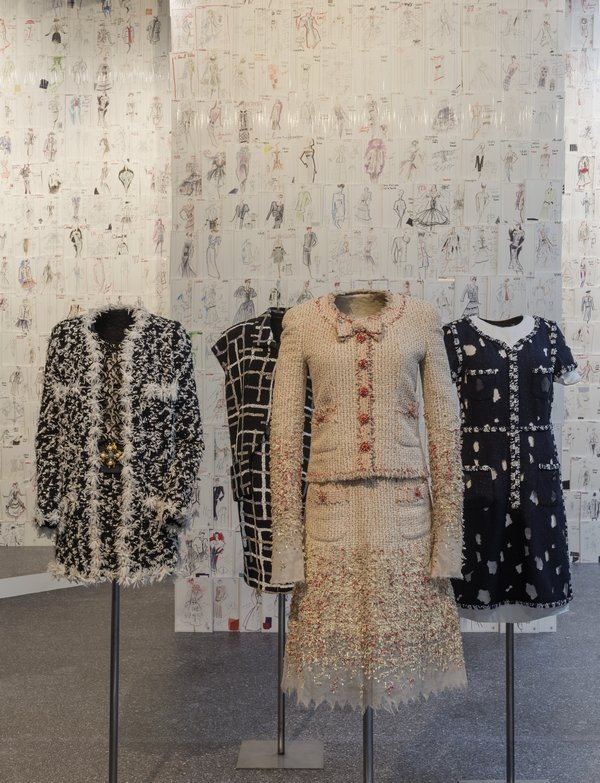 CHANEL von links nach rechts: Chanel, Haute Couture, Chanel Collection Chanel, Haute Couture, Chanel Collection Chanel, Prêt-à-porter, The Metropolitan Museum of Art, New York Foto: David Ertl, 2015 © Kunst- und Ausstellungshalle der Bundesrepublik Deutschland GmbH