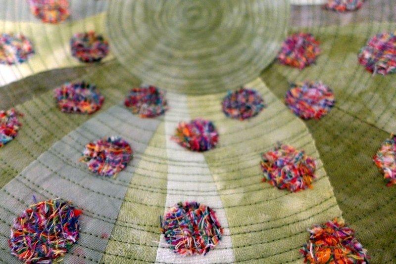 Rita Lübbesmeyer: Textile Schale: Grüne Wiese, Detail Ausstellung '3D' - Ausschreibung der Gilde