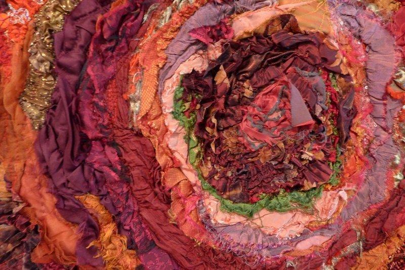 Anke Pradel-Schönknecht: Strudel in Rot, Detail Ausstellung '3D' - Ausschreibung der Gilde