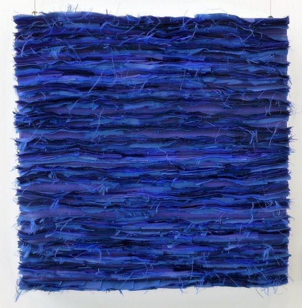 Margit Amann von Glembotzki: Maya Blau, Seide, Kunstseide Ausstellung 'Zwischenräume'