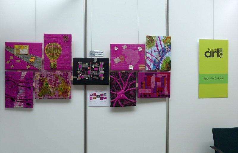 Blick in die Ausstellung des Forum Art Quilt e.V. 'Bewegung - Textil interpretiert'