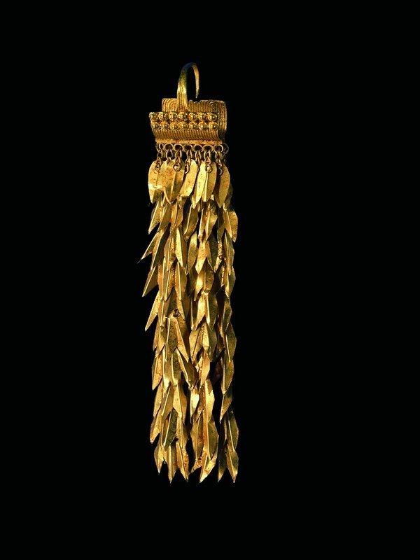 Ohrgehänge Gold Anatolien, um 2400 - 2200 v. Chr. © Schmuckmuseum Pforzheim Foto: Günther Meyer