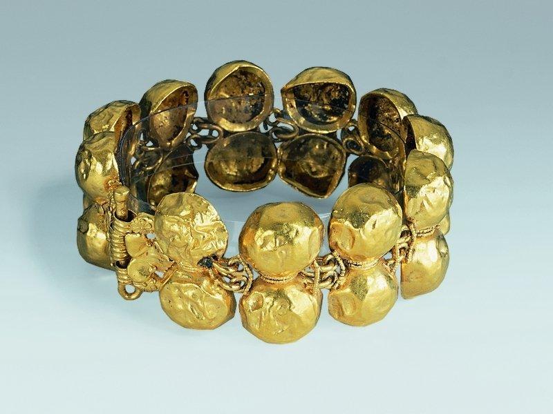 Armband Gold Römisch, aus Pompeji oder Herkulaneum, 1. Jh. n. Chr. © Schmuckmuseum Pforzheim Foto: Günther Meyer