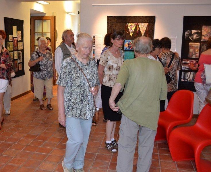Ausstellungseröffnung von 'Textile News: Langeweile.' im Dum gobelinu