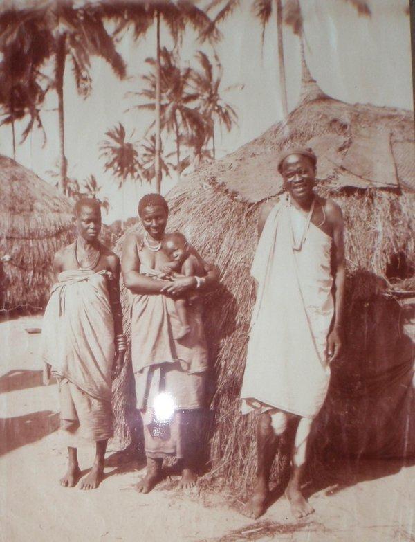 'Kolonialzeit im Familienalbum': Im Jahr 1908 holte das Ehepaar Devers seine kleine Tochter Herta nach Daressalam, der Hauptstadt des damaligen Ostafrika. Hier ein Foto aus dem Nachlass der Familie Devers.Fotorechte: Dr. Norbert Aas