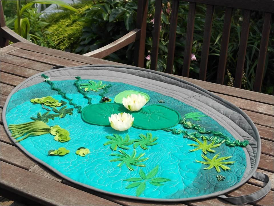 ein sommerlich frischer Tischläufer in Teichwannenoptik , gequiltet mit dem BSR-Stichregulator
