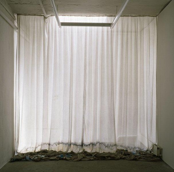 Isa Melsheimer (née en 1968) Tiefes Rauschen ('Murmures profonds'), 2007 Tissu, coton, polyester, perles, paillettes Couture, broderie, 4 x 3 x 0,70 m Fonds national d'art contemporain, Paris ® droits réservés CNAP Photo: courtesy Galerie Jocelyn Wolff, Paris