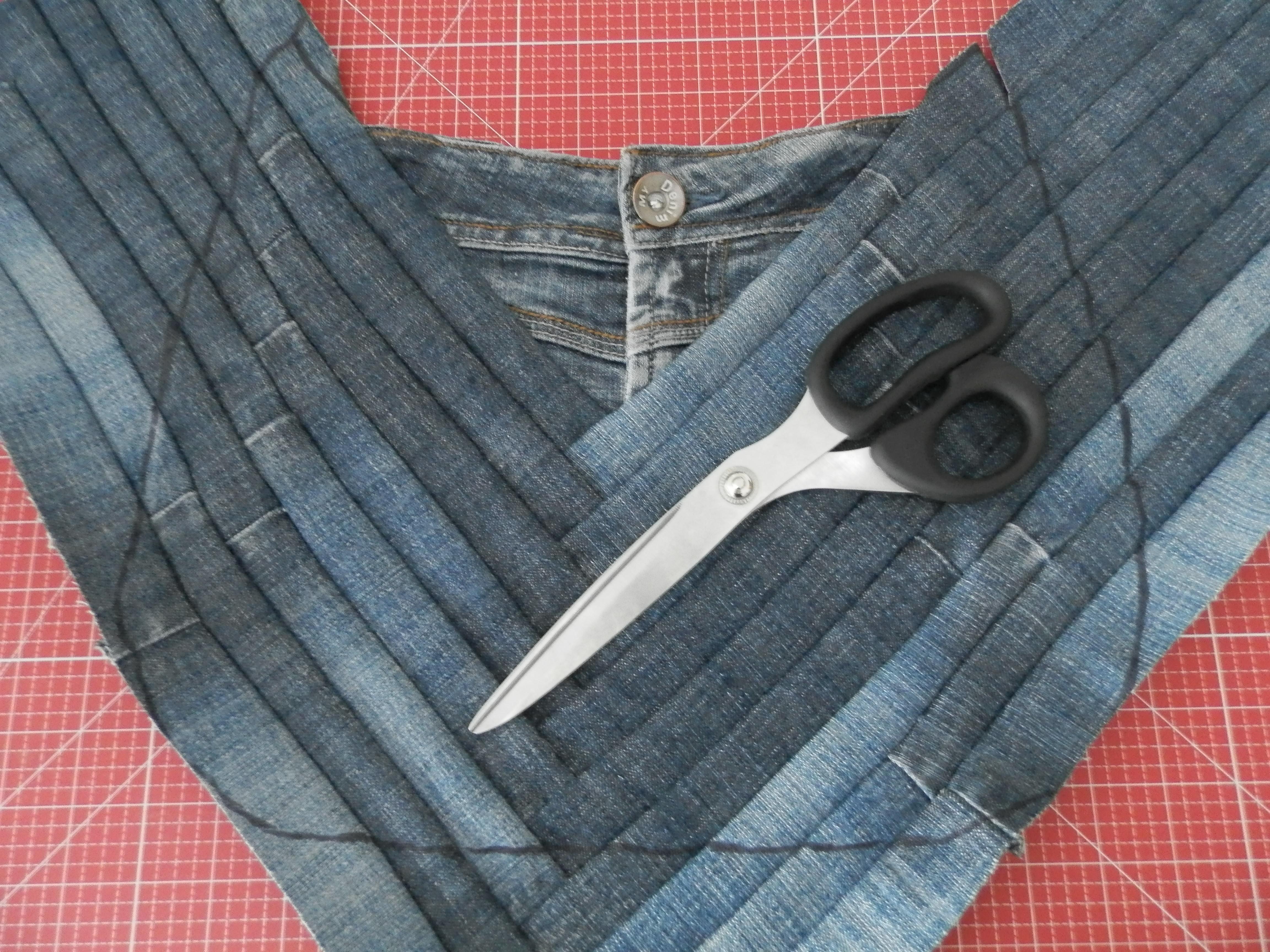 jeanstasche aus der lieblingsjeans bernina blog. Black Bedroom Furniture Sets. Home Design Ideas