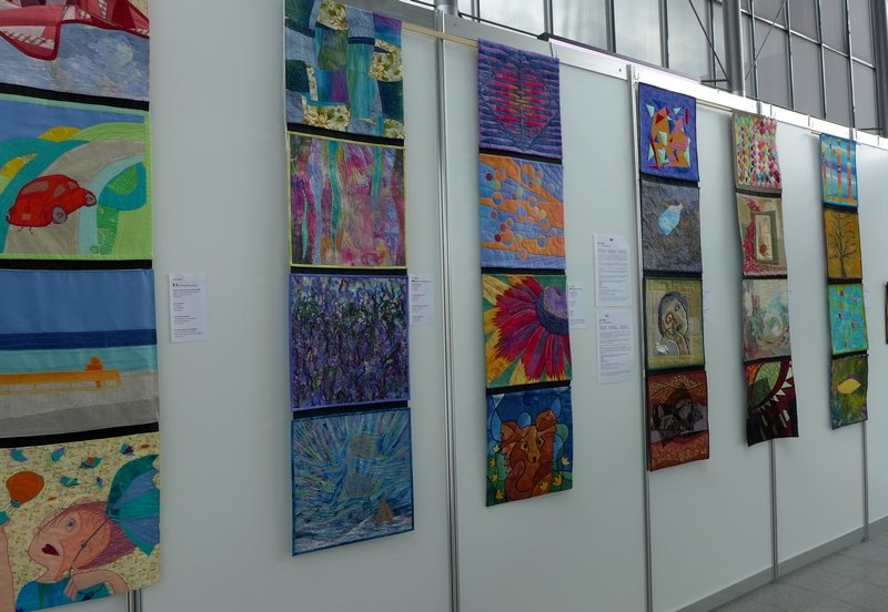 Blick in die Ausstellung 'ART-IGRA: Die Freude des Seins. Stilübungen.'