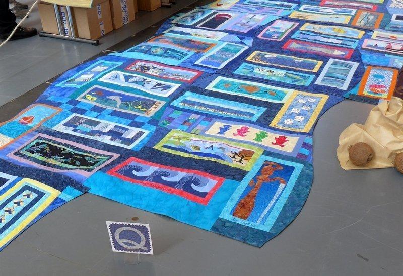 Blick auf die Ausstellung von Quilt around the world: 'IBS2: Wunderbare WasserWelten'