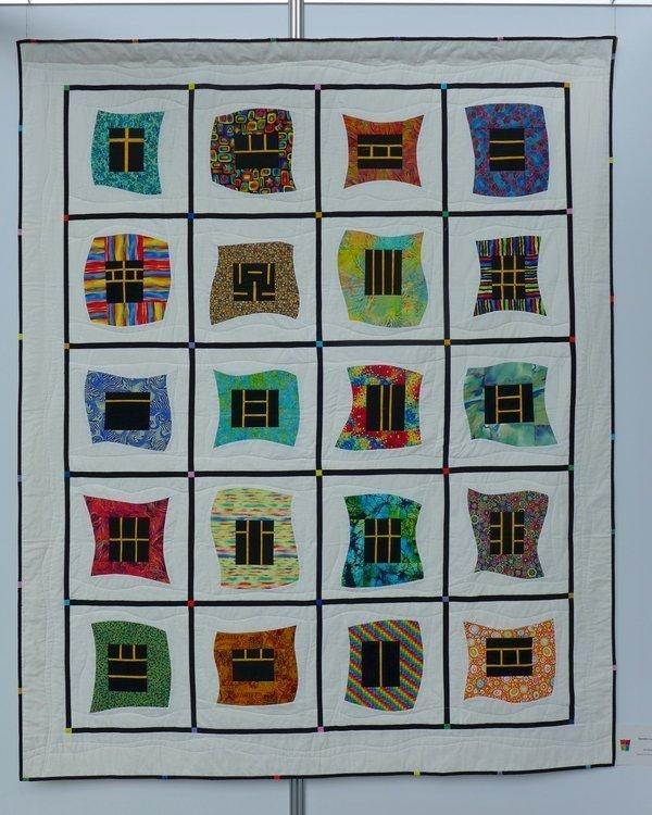 Ilse Schmidt: Fenster zur Welt (inspiriert von Bernadette Mayr) Modern Quilt Guild Stuttgart: Ausstellung 'Modern Quilting im Ländle'