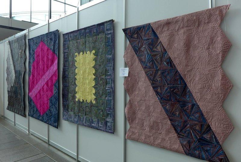Blick in die Ausstellung von Brigitte Morgenroth 'Log Cabin - heute'