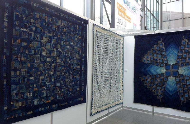 Blick in die Ausstellung 'Die Welt von Indigo und Sarasa'