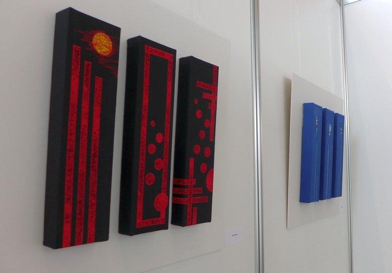 Arbeiten von Elke Führer (li) und Petra Becker (re) Ausstellung 'freistil'