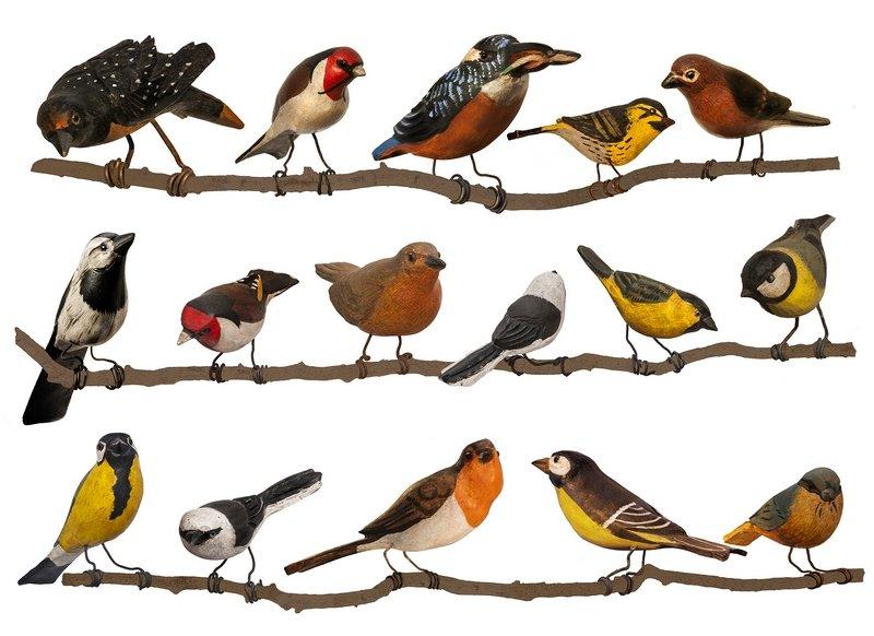 Aus Holz geschnitzte und farbig gefasste Vögel aus einer Privatsammlung (Ausschnitt), entstanden im Bayerischen Wald und im Salzkammergut 1890 - 1920 Foto: Benita von Bemberg, München © Münchner Stadtmuseum