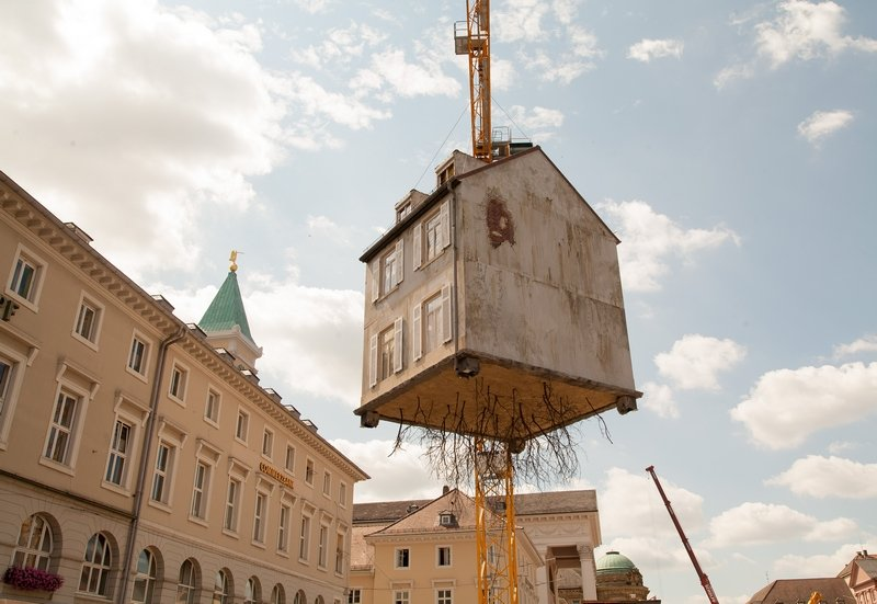 Leandro Erlich: Pulled by the Roots Foto: Dr. Wolfgang Heinz