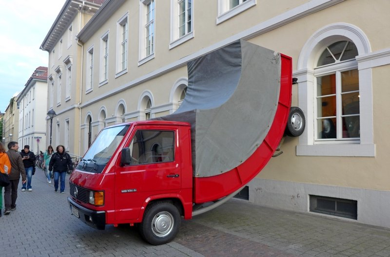 Erwin Wurm: Truck 2011 Foto: Gudrun Heinz