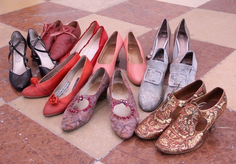 Ausstellung 'Die Kleider der Buhlschaft' Schuhe Foto: ©RGS, Astrid Ducke