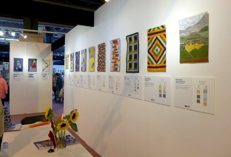 Blick in die Ausstellung von Lettland, Österreich und Irland: 'Distance' The Festival of Quilts 2015