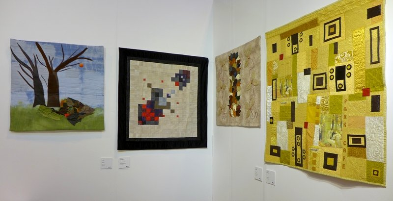 Blick in die Ausstellung Prague Patchwork Meeting 'Leder & Pelz' The Festival of Quilts 2015