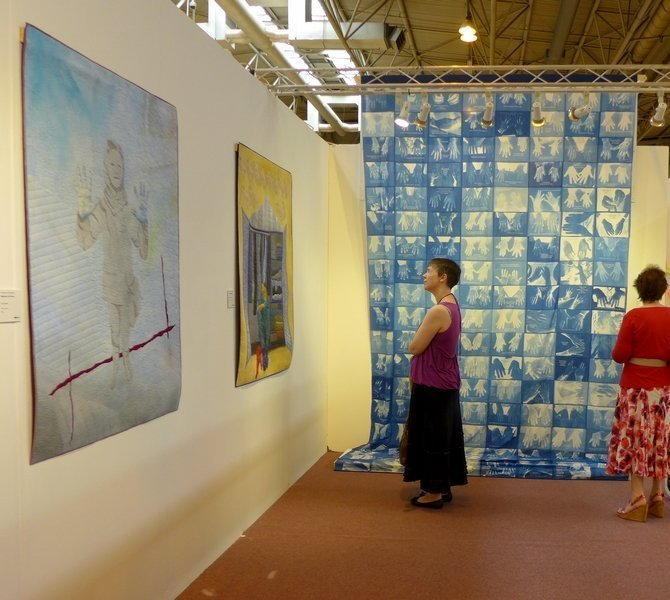 Linda Barlow Blick in die Ausstellung 'Searching for the Invisible Woman' The Festival of Quilts 2015