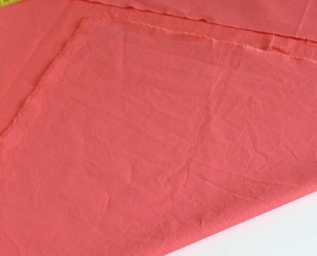 Sommerkleid - die Paspel im schrägen Fadenlauf zuschneiden