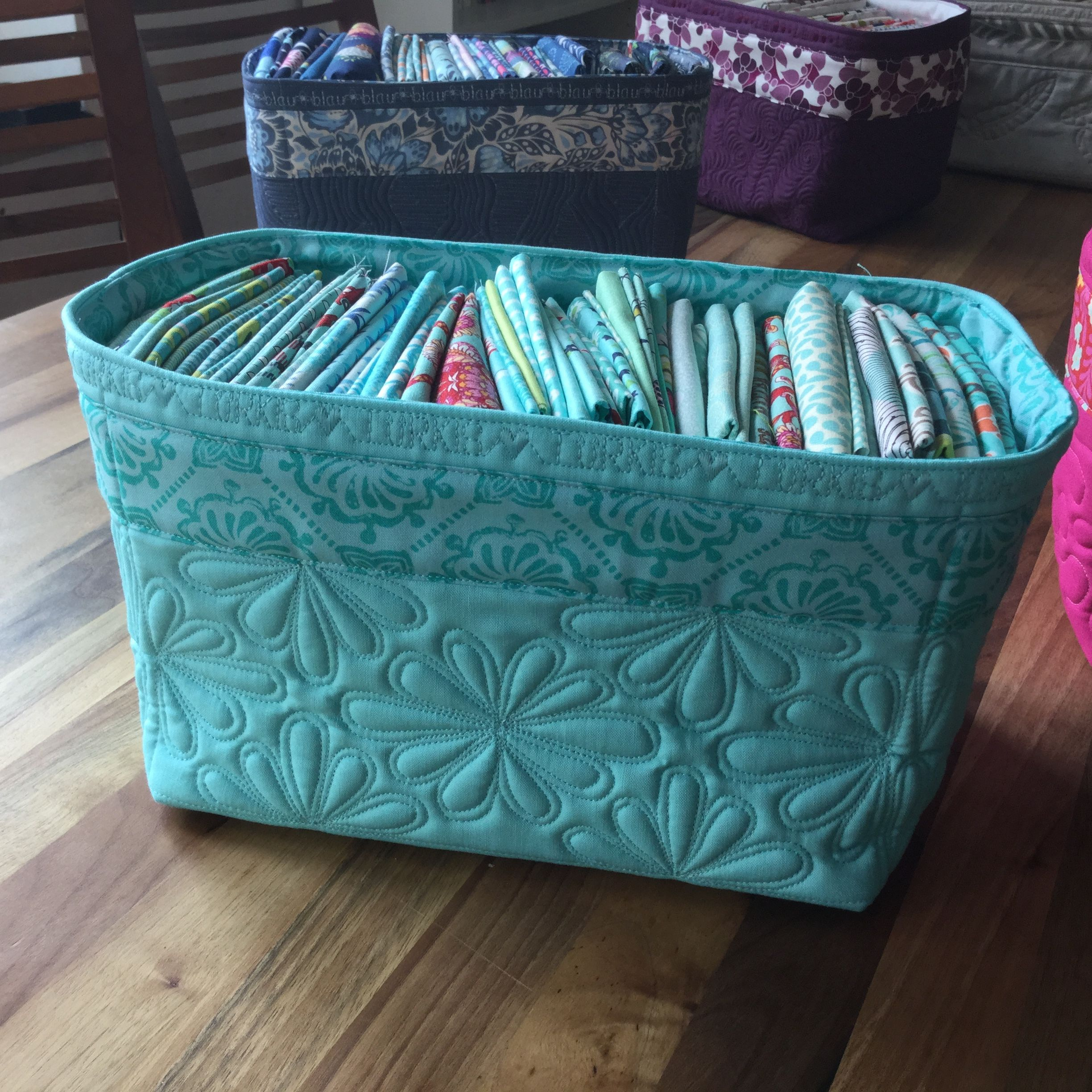 Mostly I tried to pick my quilting patterns in a way, that would reflect  the pattern on the accent fabric like on this turquoise basket