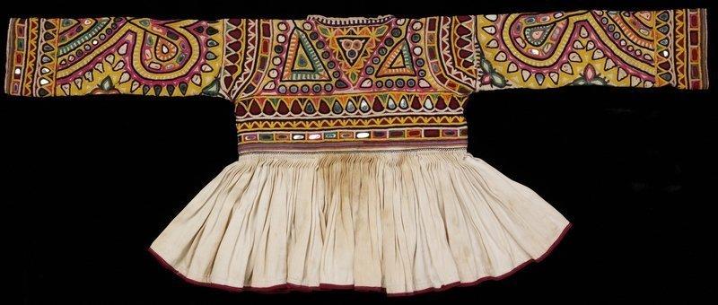 Rabari Kinderjacke Baumwolle, mit Seide bestickt 20. Jh. Victoria and Albert Museum, London