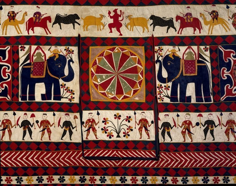 Wandbehang, Detail Baumwoll-Applikationen Gujarat , 20. Jh. Victoria and Albert Museum, London