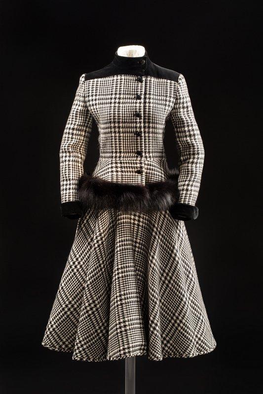 Kostüm, Valentino Herbst/Winter-Kollektion 1983/84, MAKK Foto: © RBA Köln, Marion Mennicken