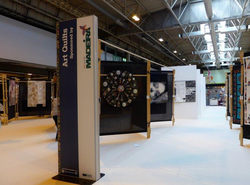 Blick auf die Ausstellung der Kategorie 'Art Quilts' The Festival of Quilts 2015