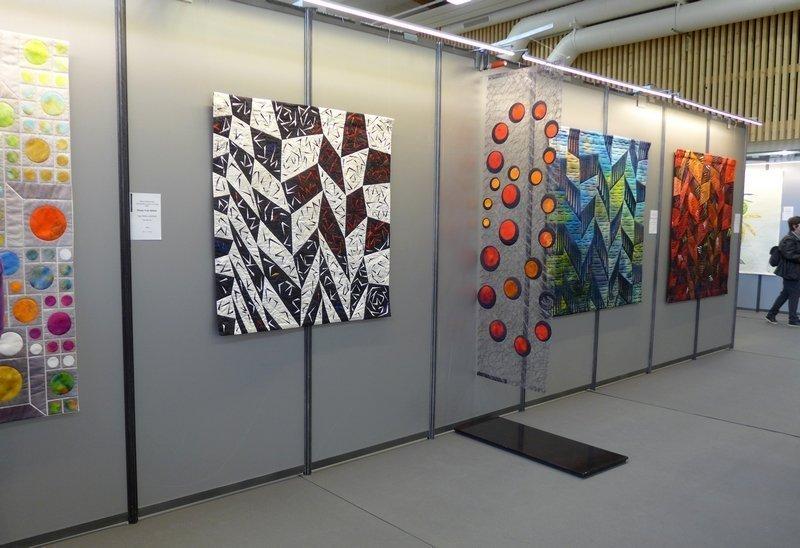Blick in die Ausstellung von Olga Prins Lukowski (NL) 'Retrospektive einer kreativen Reise' 21. Europäisches Patchwork Treffen 2015