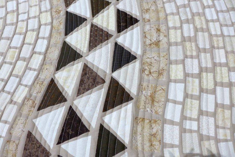Monica Lorenzon (I): Pavimento a mosaico di Piazza dell' Umanesimo Latino, Detail Ausstellung 'Treviso, die bemalte Stadt' 21. Europäisches Patchwork Treffen 2015