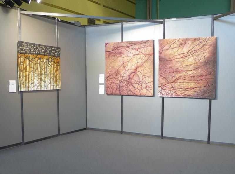 Monika Sebert (D): Running, Cosmic Veins 1 und 2 (v.l.n.r.) Ausstellung 'Endlichkeiten' 21. Europäisches Patchwork Treffen 2015