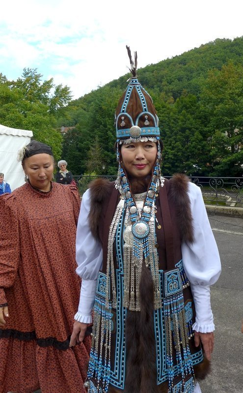 Traditionelle Hochzeitszeremonie aus Jakutien - Performance Ankleiden der Braut Ausstellung 'Jakutien: Die Verehrung der Pferde' 21. Europäisches Patchwork Treffen 2015