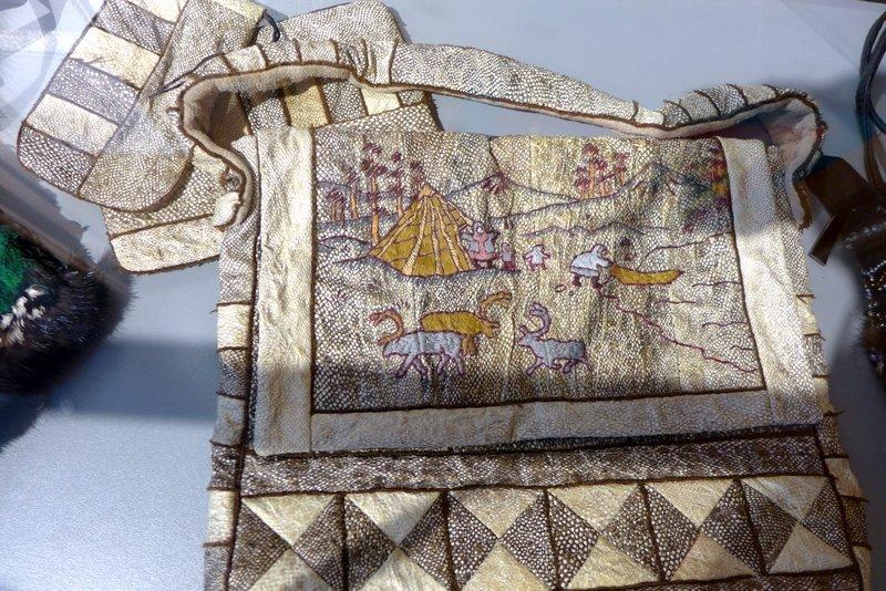 Liubov Burnasheva (RUS): Fish Skin Bag Ausstellung 'Jakutien: Accessoires' 21. Europäisches Patchwork Treffen 2015