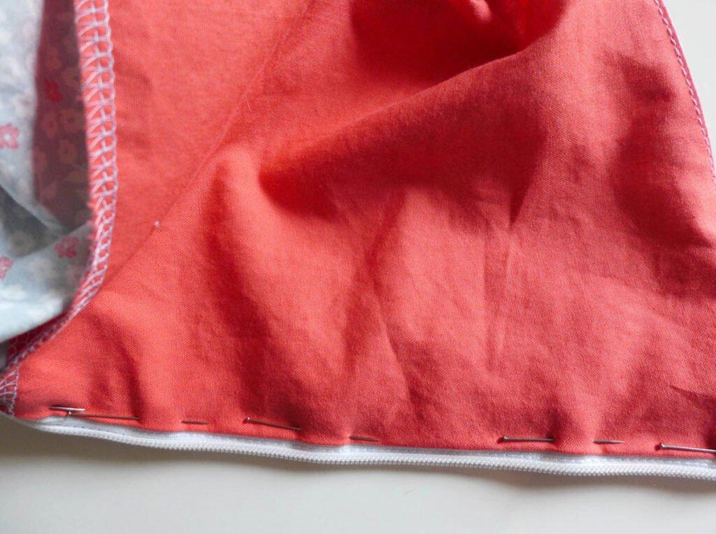 Sommerkleid mit Paspel- Reißverschlussbeleg