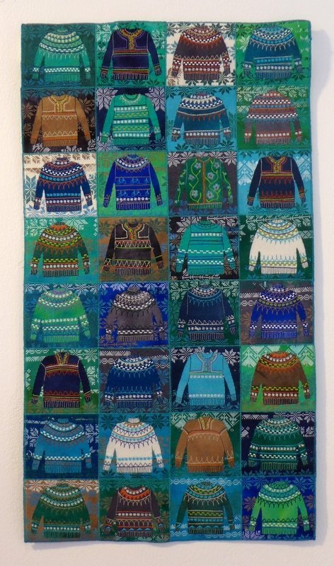 Gillian Travis: Wear a Woolly Jumper Contemporary Quilt Blick in die Ausstellung 'Elements' The Festival of Quilts 2015