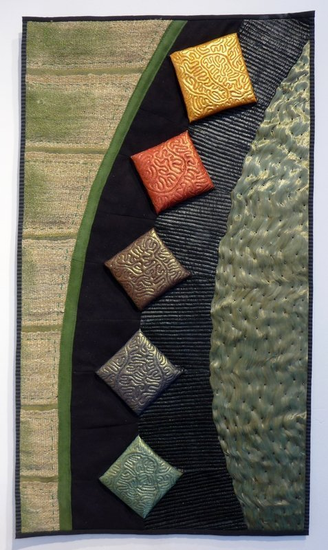 Birgitta Debenham: Light Play Contemporary Quilt Blick in die Ausstellung 'Elements' The Festival of Quilts 2015