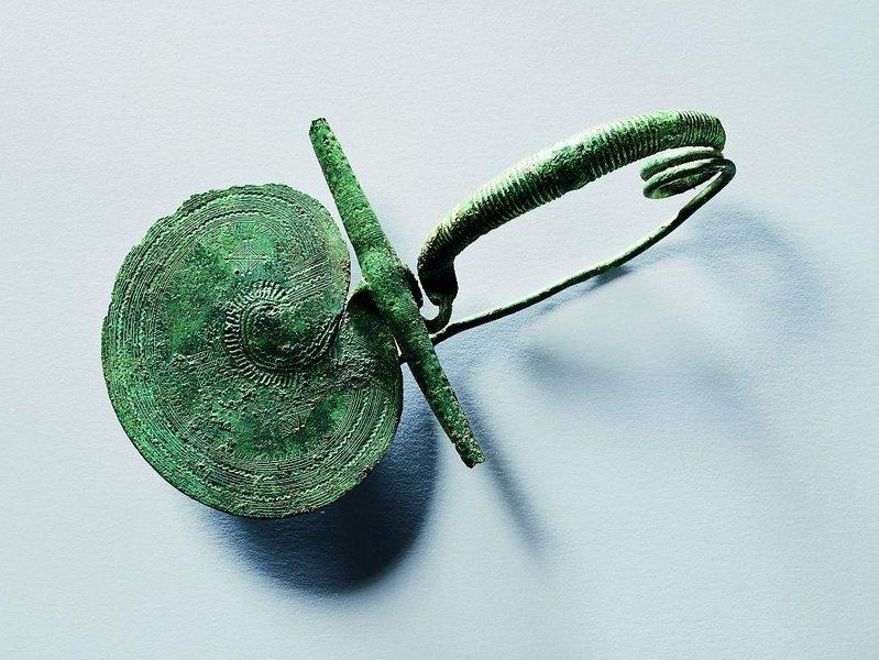 Fibel Bronze Italienisch, um 800 v. Chr. © Schmuckmuseum Pforzheim Foto: Günther Meyer