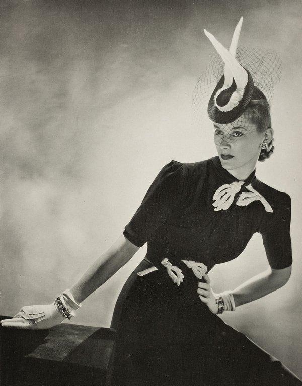 Elegante Tagesmode (Modell von Maggy Rouff) aus der französischen Zeitschrift 'Vogue', 1939 © Münchner Stadtmuseum